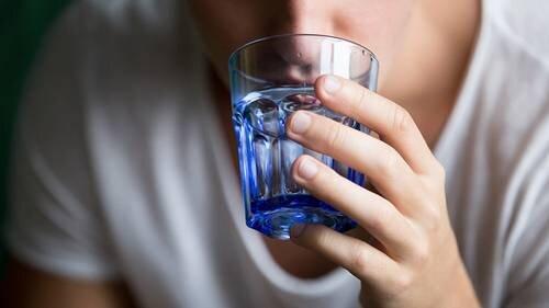 آیا غرغره آب نمک تاثیری بر بهبود کرونا دارد؟