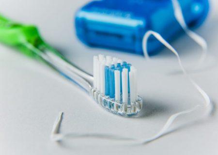چگونه بهترین مسواک و نخ دندان را انتخاب کنیم؟