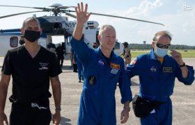 فیلم بازگشت فضا نوردان ناسا به زمین
