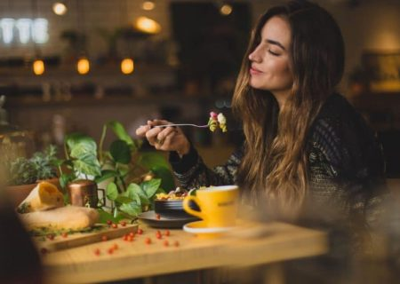 غذاهایی که استرس را کاهش میدهند و به شما آرامش میبخشند!