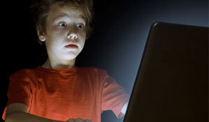 کنجکاوی برخی نوجوانان درباره تصاویر مستهجن و سکوت والدین