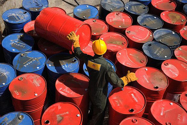 قیمت نفت خام با افزایش تعداد مبتلایان به کرونا افت کرد